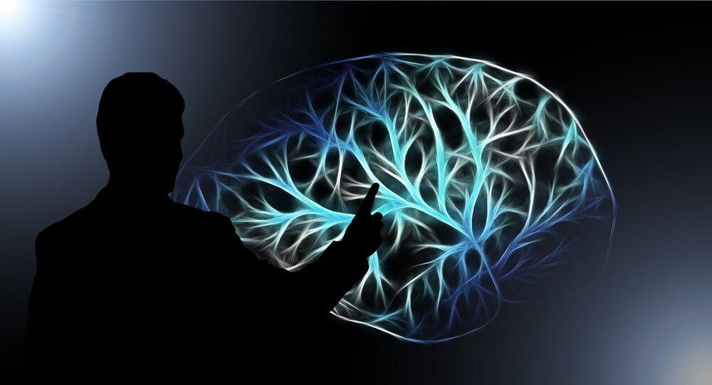 Homem apunta para o cérebro digital (apresentação artística)