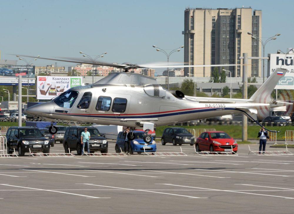Helicóptero Agusta АW109 chega para a HeliRussia 2015