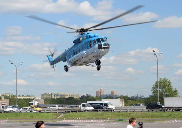 Helicóptero Mi-8 chega para participar da HeliRussia 2015
