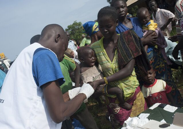 Especialistas da organização internacional Médicos sem Fronteiras em campanha contra a malária na República Centro-Africana