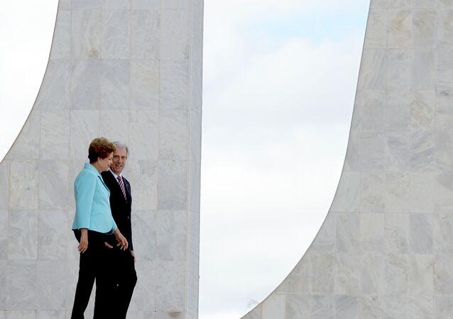 Tabaré Vázquez e Dilma Rousseff em 21 de maio de 2015, no Planalto