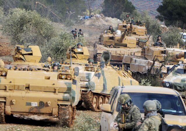 Forças turcas avançando em Afrin, Síria