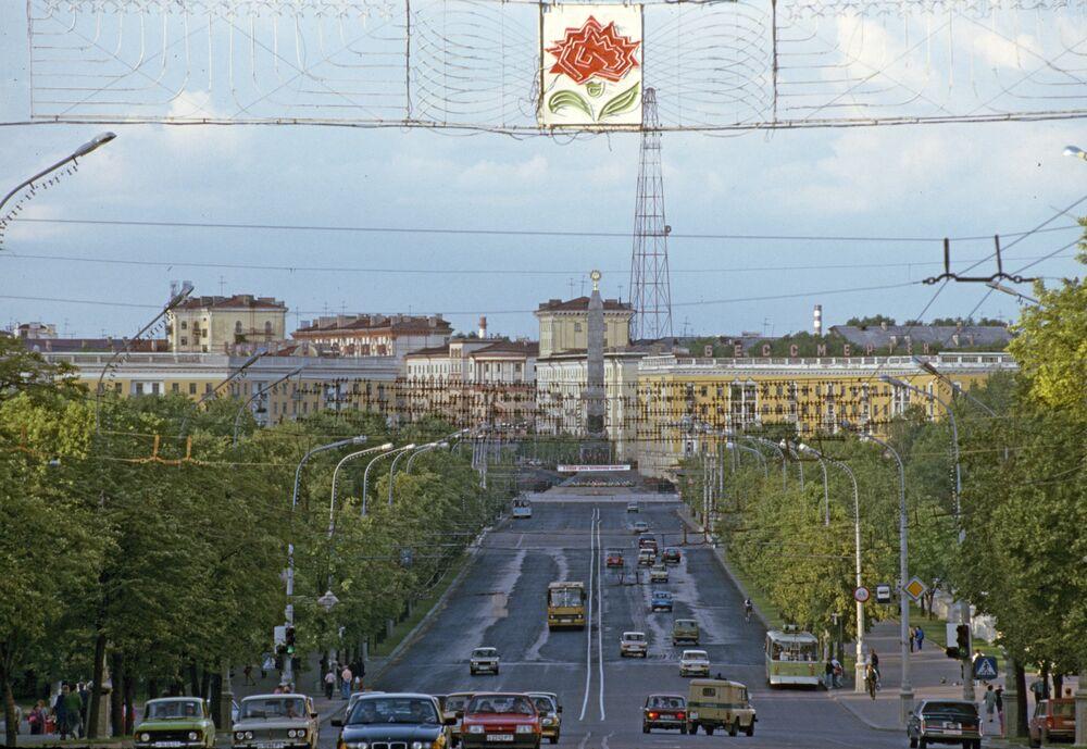 Capital bielorrussa, Minsk, também foi danificada durante Segunda Guerra Mundial. Os moradores locais participaram ativamente na reconstrução da cidade