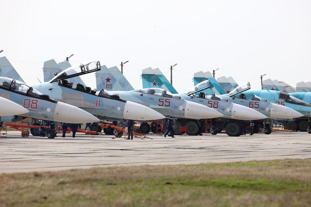 Caças Su-27SM e Su-30 no concurso Aviadarts 2018