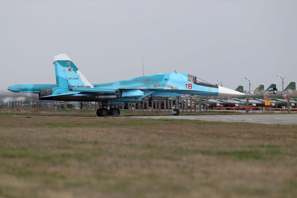 Caça-bombardeiro Su-34 participa do concurso Aviadarts 2018