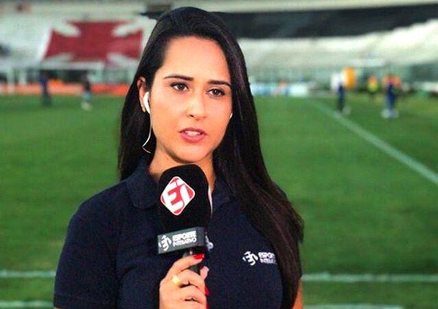 Aline Nastari, jornalista do Esporte Interativo e participante da campanha Deixa Ela Trabalhar
