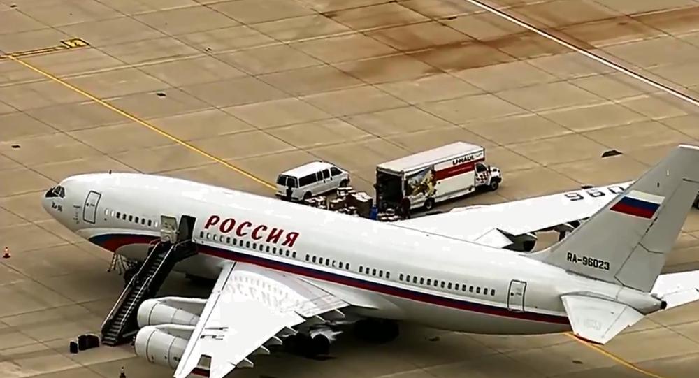 O avião Rossiya Ilyushin Il-96-300 que partiu do Aeroporto Internacional de Dulles, perto de Washington, DC, levando os diplomatas russos expulsos dos EUA