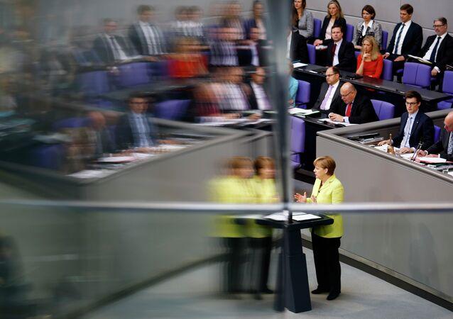 Chanceler alemã, Angela Merkel, discursa no parlamento da Alemanha sobre a Parceria Oriental com ex-repúblicas soviéticas