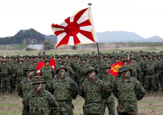 Instalação do primeiro destacamento de tropas anfíbias das Forças de Autodefesa do Japão, em 7 de abril de 2018,  na ilha de Kyushu