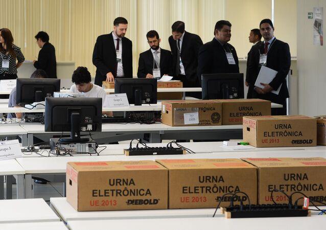 TSE faz teste público de segurança do sistema de votação