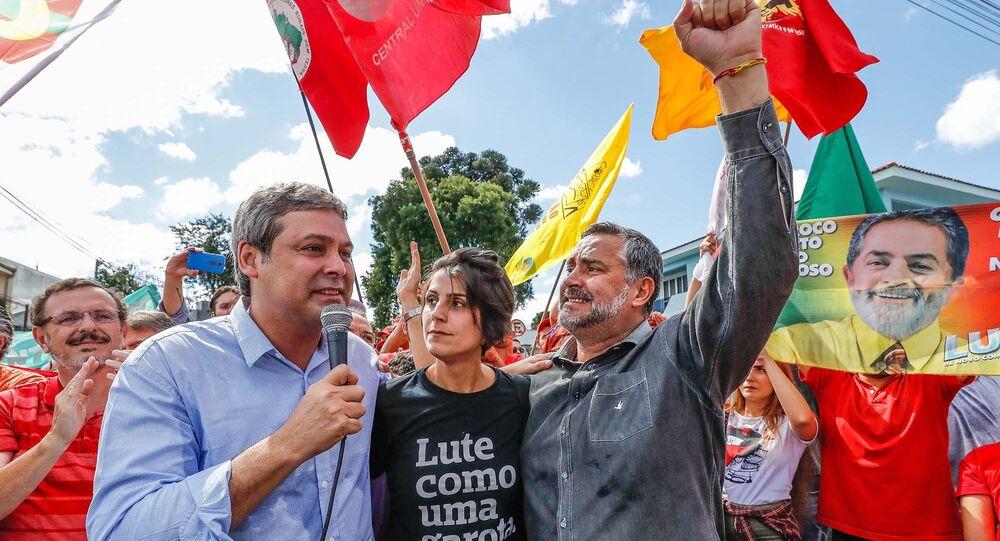 Caravanas do Brasil inteiro chegam para Vigília Democrática Lula Livre
