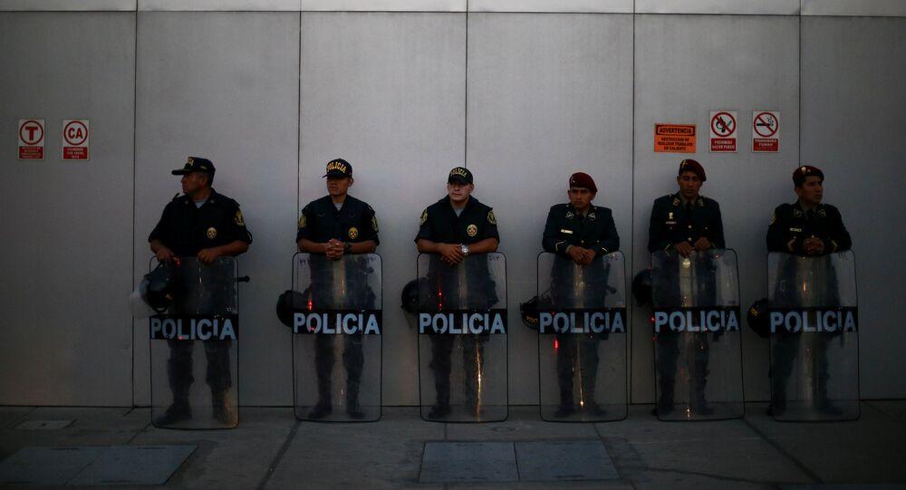 Polícia vigia a área da 8ª Cúpula das Américas, em Lima, Peru, em 11 de abril de 2018