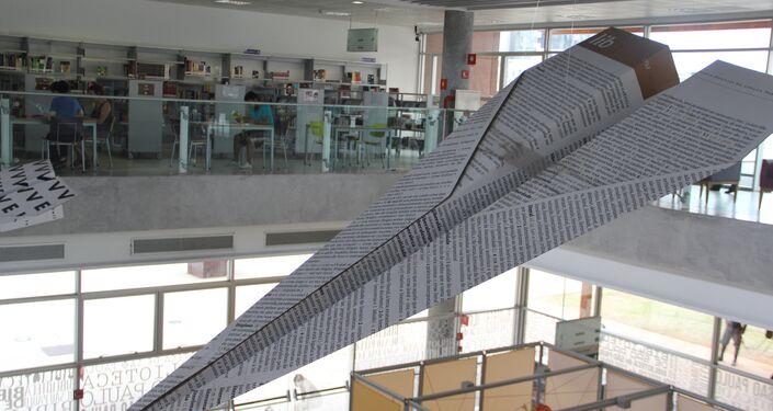 Grande avião de papel decorando o salão da BSP