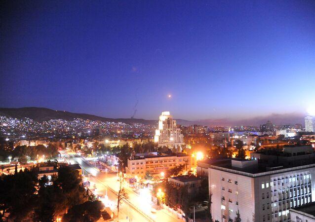 Céu de Damasco durante ataque norte-americano na noite entre 13 e 14 de abril