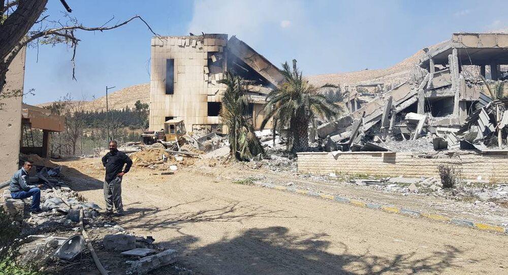 Centro militar de pesquisa atingido por um míssil lançado durante o ataque dos EUA, Reino Unido e França, Damasco