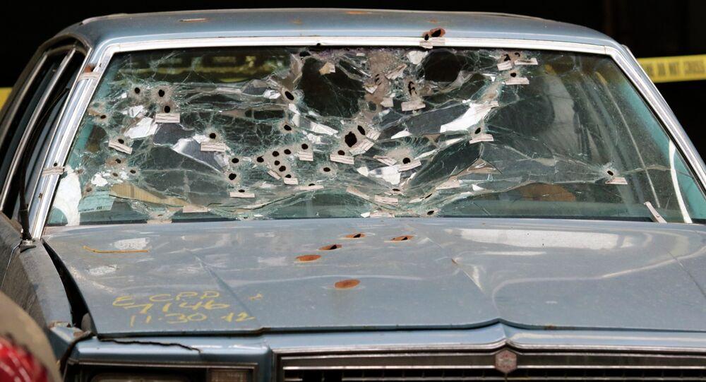 Carro de dois suspeitos negros mortos após uma perseguição pela polícia dos EUA, em Cleveland.