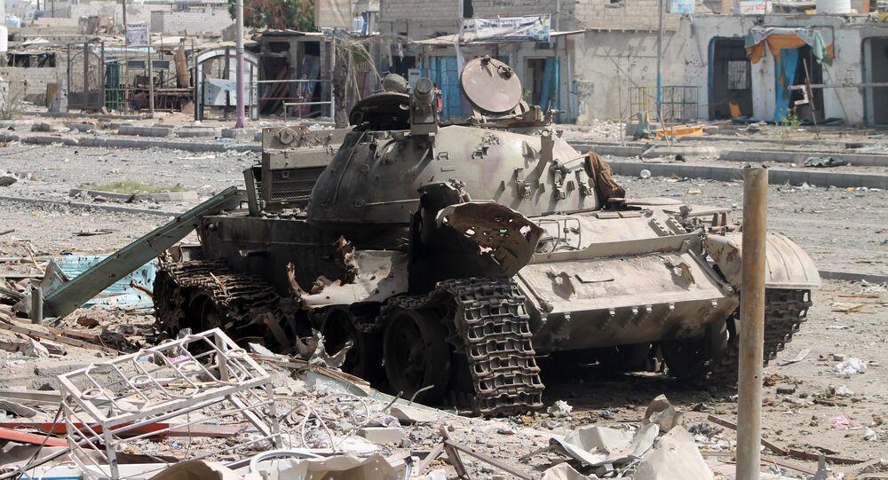 Tanque destruído durante o conflito no Iêmen.