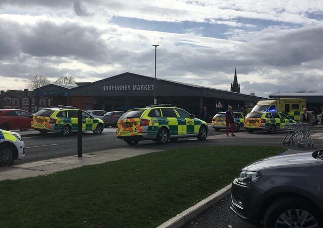 Ambulâncias atendem chamado em Manchester após acidente com carro