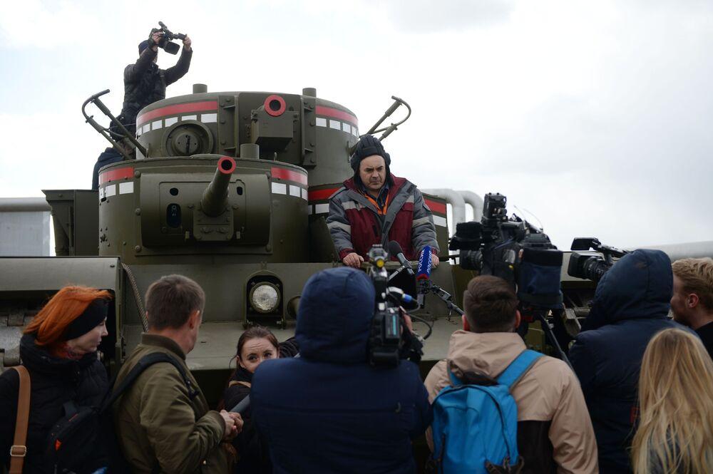 Teste da réplica do T-35 soviético em Ekaterinburgo, Rússia