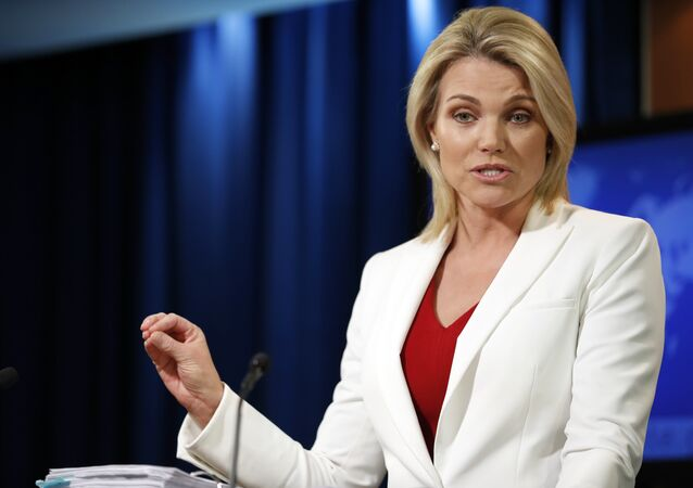 A porta-voz do Departamento de Estado, Heather Nauert, fala durante um briefing no Departamento de Estado em Washington