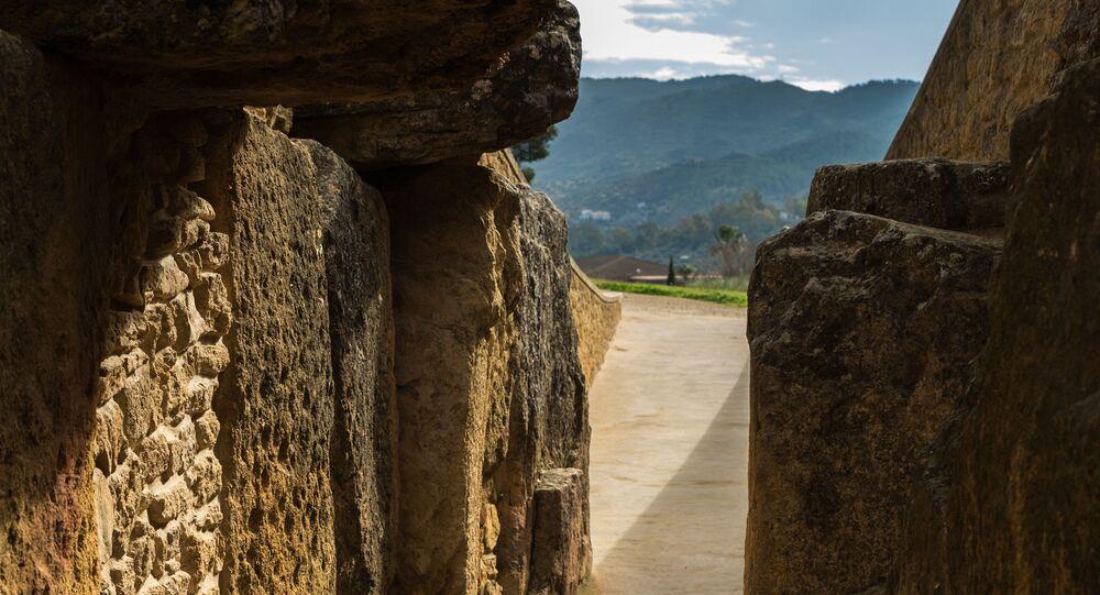 O Dolmen de Viera representa um monumento megalítico, situado em Málaga, Espanha