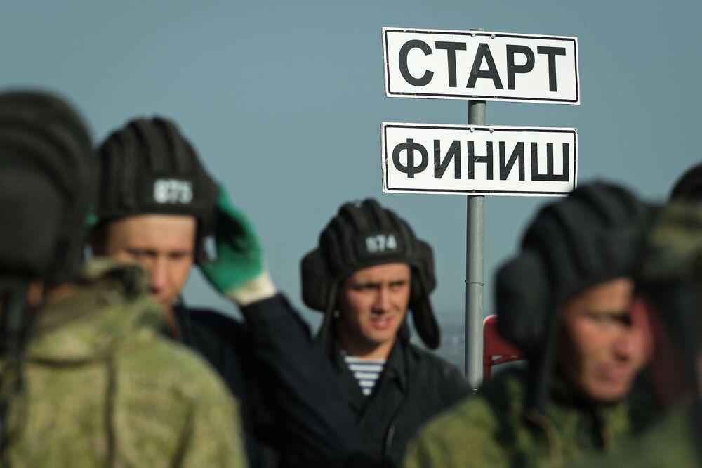 Participantes das competições Pelotão de Desembarque no sul da Rússia