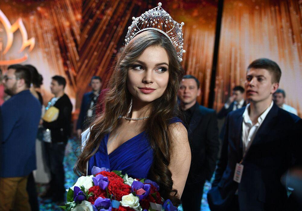 Miss Rússia 2018, Yulia Polyzchikhina, durante a cerimônia de condecoração das finalistas do concurso.