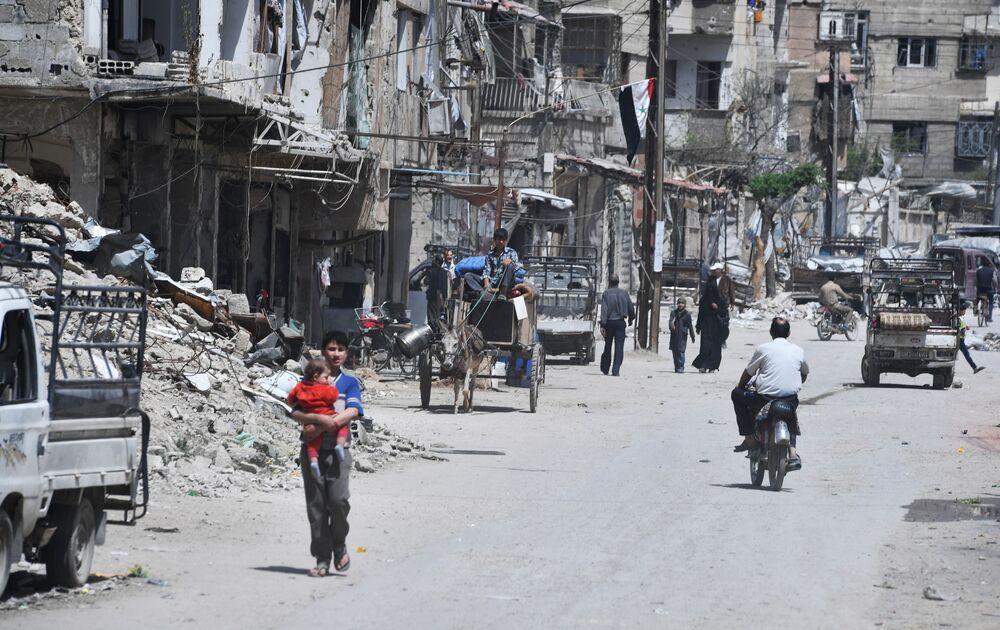 Cidade síria de Douma, nos arredores de Damasco, após ser libertada dos militantes.