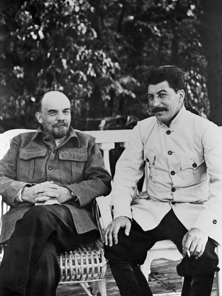 Vladimir Lenin e Josef Stalin em 1922