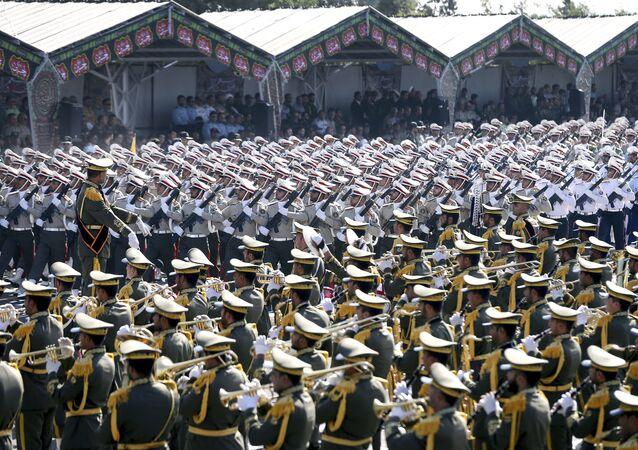 Forças Armadas do Irã no desfile militar do 37º aniversário da invasão do Iraque ao Irã em 1980