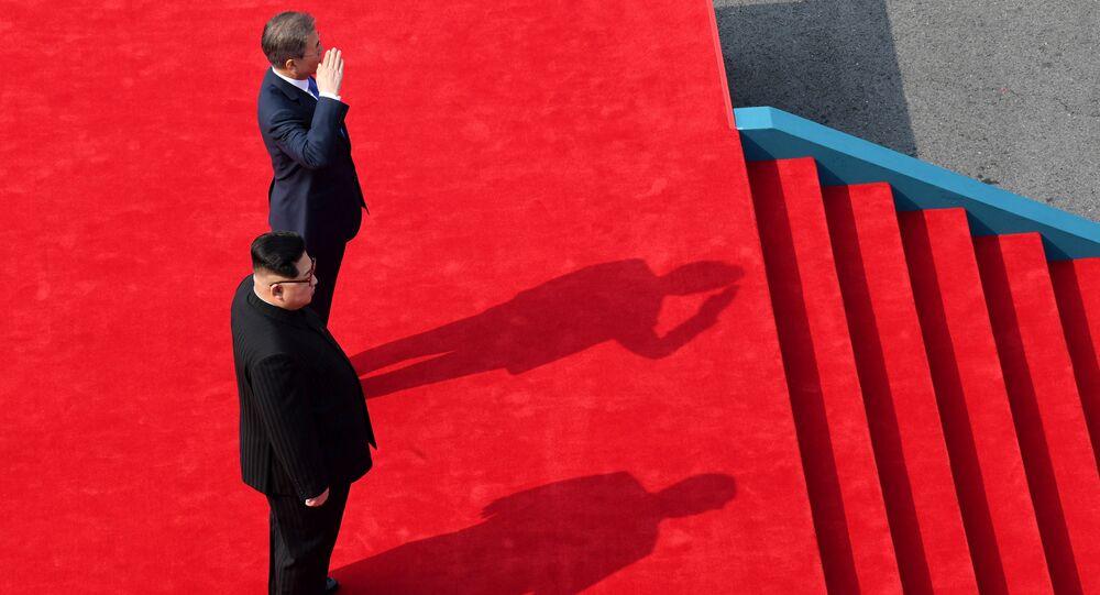 Cúpula histórica entre os líderes da Coreia do Norte, Kim Jong-un e da Coreia do Sul, Moon Jae-in, em 27 de abril de 2018