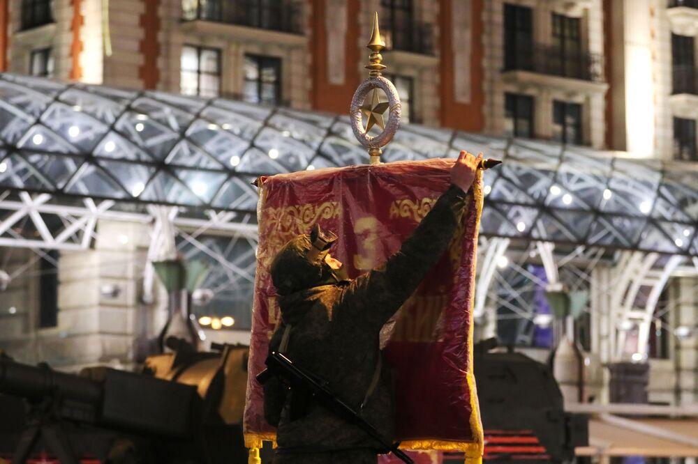 Antes do início do ensaio do desfile da Vitória na Praça Vermelha