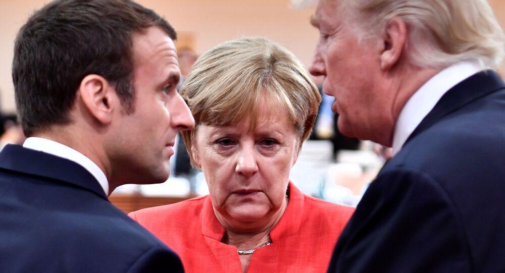 Presidente francês, Emmanuel Macron, chanceler alemã, Angela Merkel, e o presidente norte-americano, Donald Trump, conversam antes do encontro do G-20, em Hamburgo, na Alemanha, em 7 de julho de 2017.