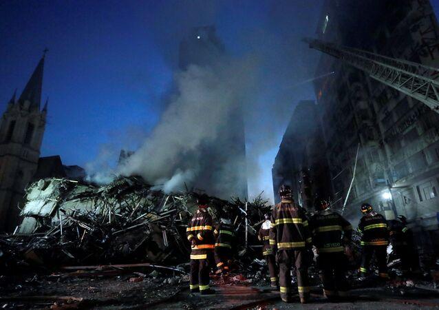 Prédio de 24 andares desaba em São Paulo após incêndio de grandes proporções