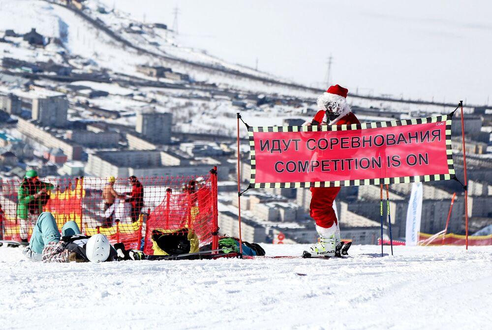 Vista do monte russo de Aikuavenchorr onde se realiza o campeonato de esqui