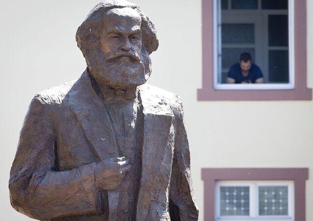 Estátua de Karl Marx foi revelada em Trier, cidade natal do filósofo