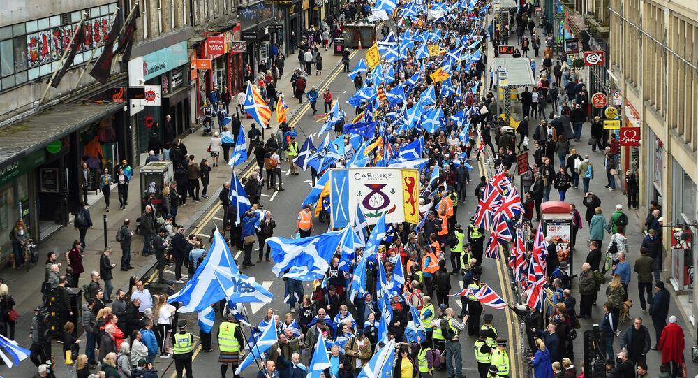 Manifestantes em favor da independência da Escócia marcham em Glasgow