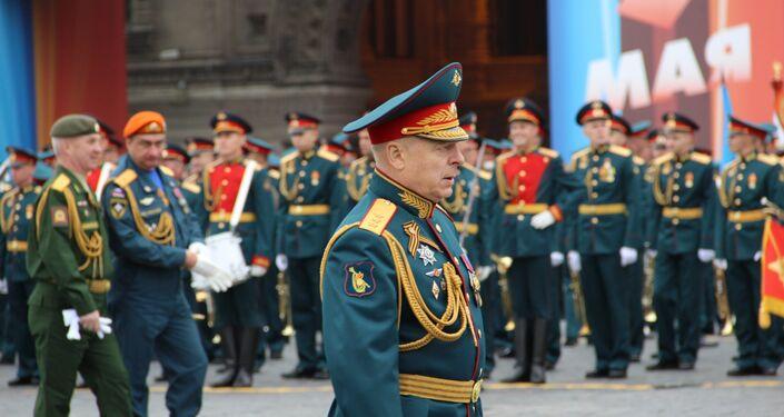 Comandante da 73ª Parada da Vitória, Oleg Salyukov, durante o ensaio geral em 6 de maio de 2018, na Praça Vermelha