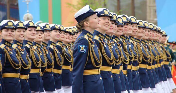 Batalhões femininos participam do ensaio geral da 73ª Parada da Vitória, em 6 de maio de 2018, na Praça Vermelha