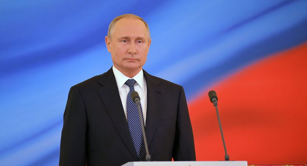 Presidente russo Vladimir Putin durante cerimônia solene no Kremlin (arquivo)