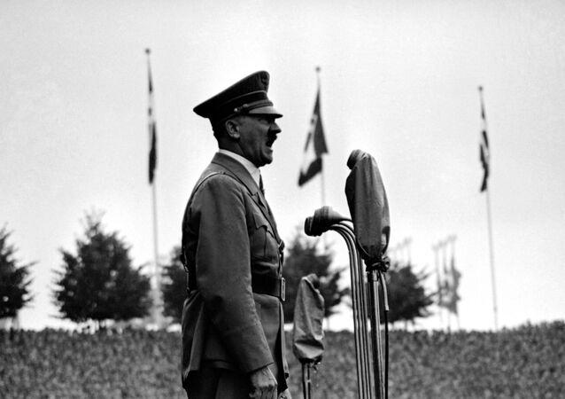 Adolf Hitler, líder da Alemanha nazista, se endereçando a grupos de jovens fascistas em Nuremberg, em 11 de setembro de 1937