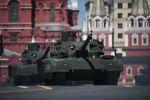 Tanque T-14 Armata durante ensaios da Parada de Vitória em Moscou (foto de arquivo)