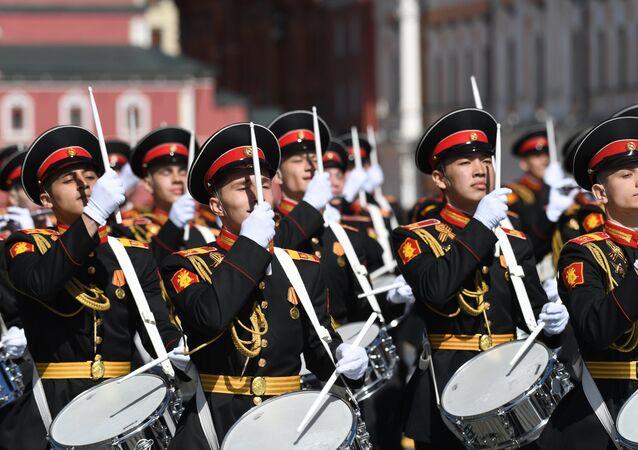 Companhia de tambores durante a Parada militar