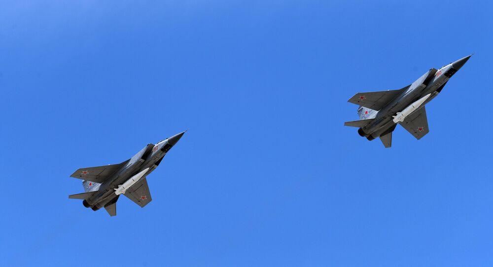 Caças MiG-31 com mísseis hipersônicos Kinzhal
