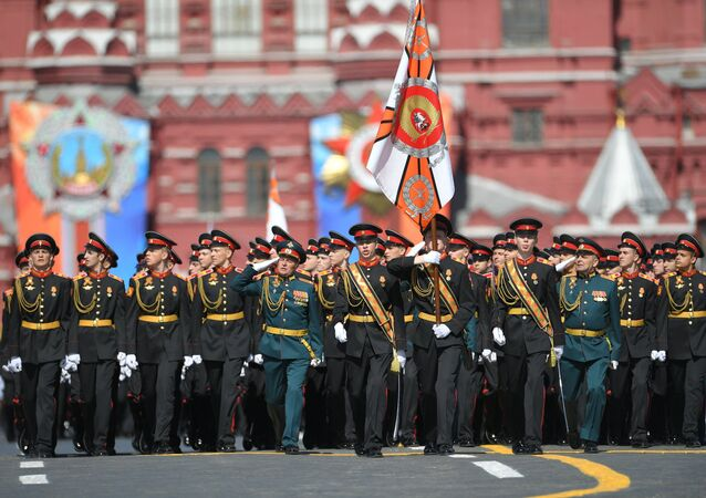 Companhia da Escola Militar Suvorov durante a Parada da Vitória