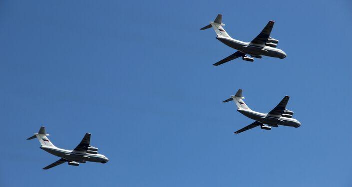 Três aviões de transporte modernizados Il-76MD participam da parte aérea da 73ª Parada da Vitória, na Praça Vermelha, em 9 de maio de 2018