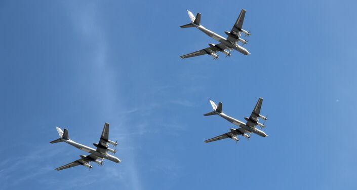Três bombardeiros estratégicos Tu-95MS participam da parte aérea da 73ª Parada da Vitória, na Praça Vermelha, em 9 de maio de 2018
