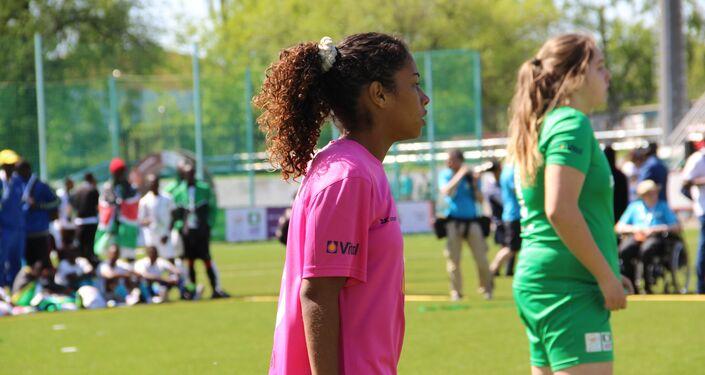 Uma das jogadoras da equipe feminina brasileira durante o amistoso com a Rússia na Street Child World Cup 2018
