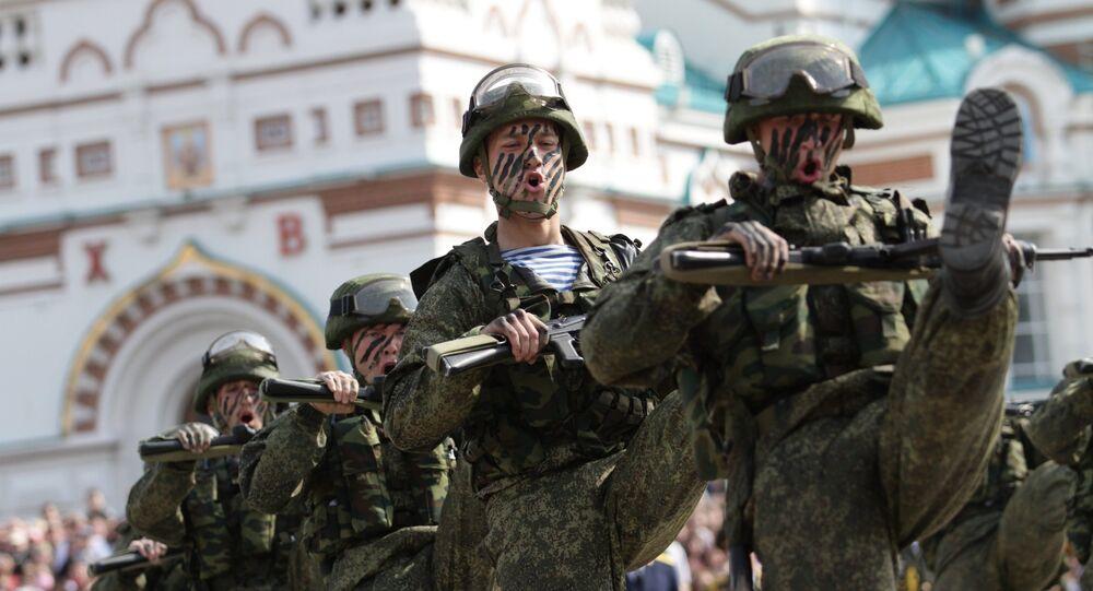 Soldados russos com equipamento de combate Ratnik