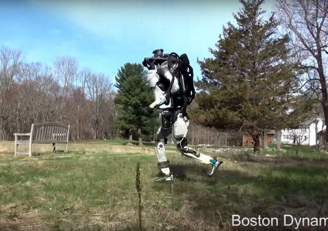 Este robô é tão parecido com um homem que vai te deixar apavorado